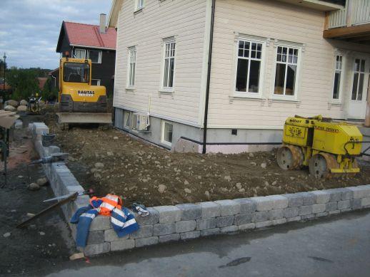 Opparbeiding av uteareal i Randaberg - kubbemur og plen